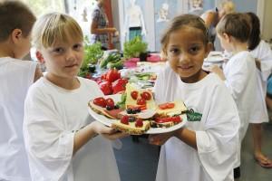 Kinder bei der Aktion Gesundes Pausenbrot