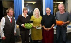 den Schulleiter der Schule (Herrn Grams) und Mitglieder der grünen Bürgerschaftsfraktion c. Foto Thun